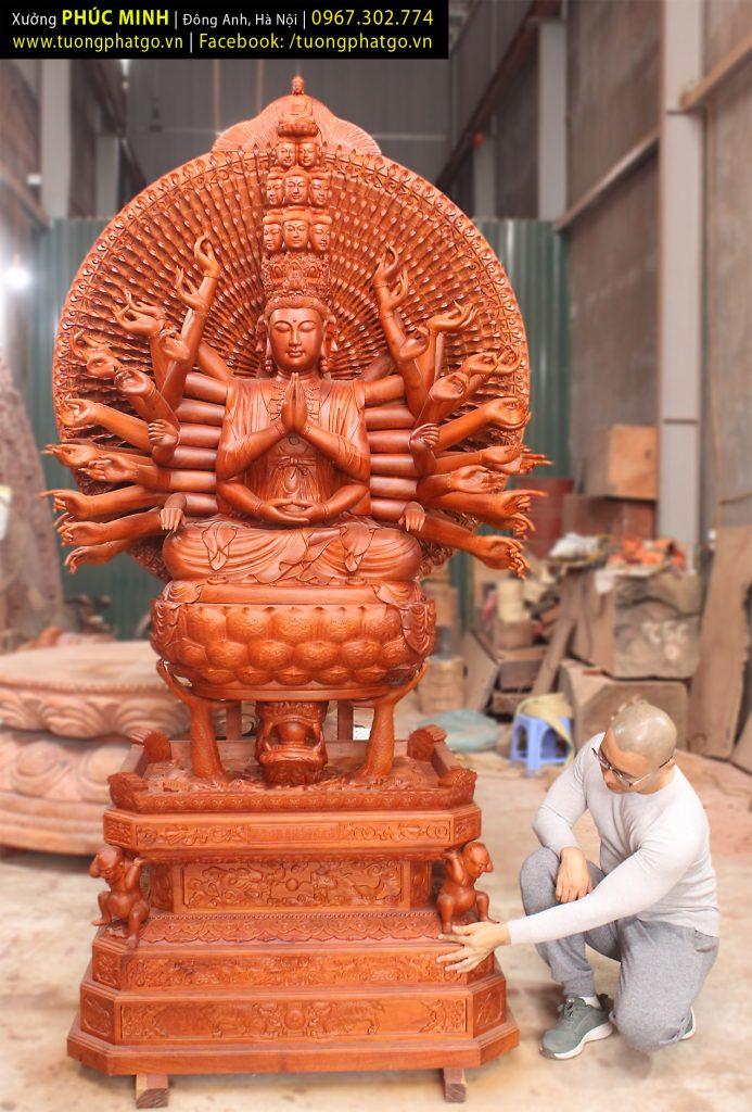 Tôn tượng Quan âm Bồ tát Nghìn mắt Nghìn tay ngồi trên con Hắc Long theo lối Tam Tài Giả cao 2.65 mét.
